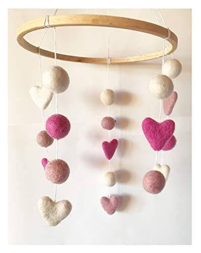 8-Natur Mobile Herz pink rosa Weiss aus 100% Merino Filz Kugeln an Einem Holz Ring. Natürliche Halterung über dem Babybett oder Laufstalll